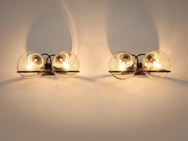 Mid-20th Century Gino Sarfatti for Arteluce Pair of Wall Lights Model '237' in Glass and Metal For Sale