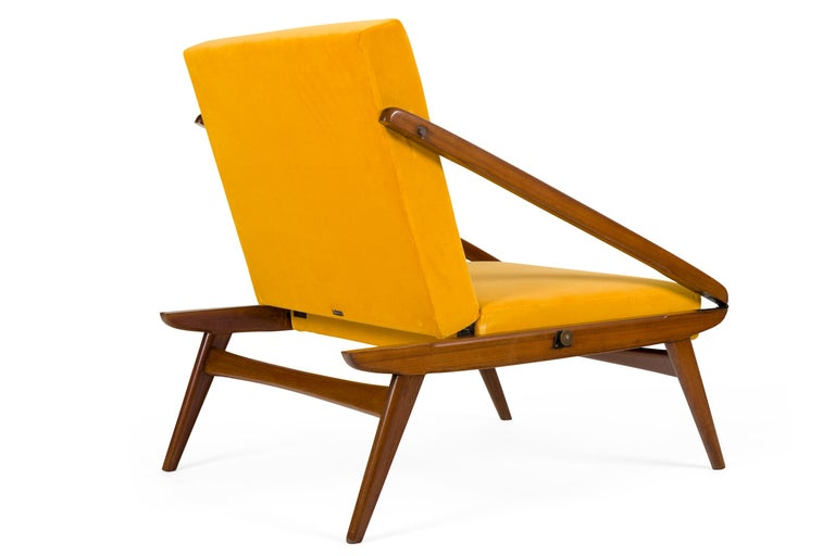 Gio Ponti Adjustable Armchairs/Ottomans, Italy, 1955 In Good Condition For Sale In New York, NY