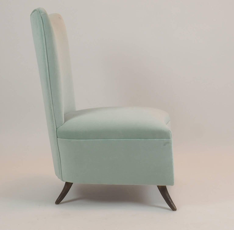 Gio Ponti Attributed Fine Armchair Manufactured by ISA, Bergamo, Italy, 1950s For Sale 1