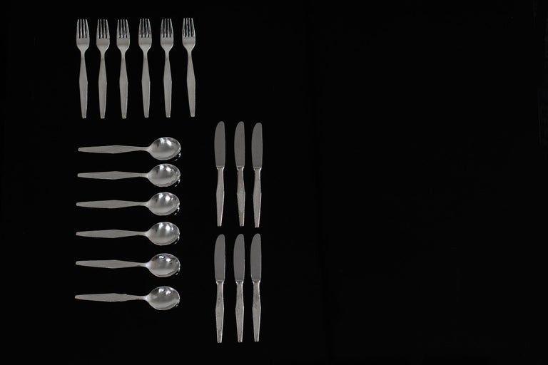 Cutlery set for twelve in nickel silver, this set includes 18 pieces: 6 spoons, 6 forks, and 6 knives with a steel blade.  Set designed by Gio Ponti for several hotels (Granada, Solemare, Murex) Italian Manufacture, the 1950s.