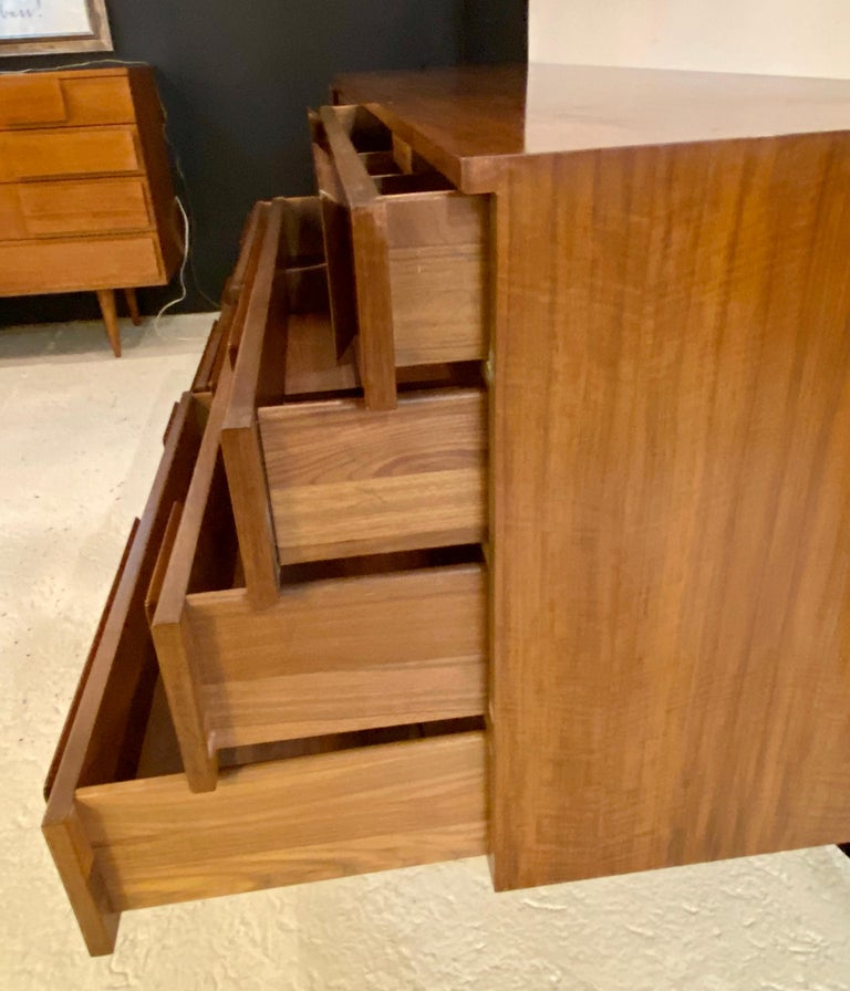 Gio Ponti Double Dresser Low Chest Signed M. Singer and Sons Model 2161 For Sale 13