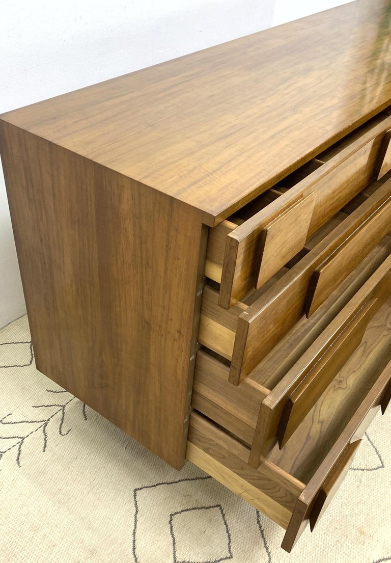 Italian Gio Ponti Double Dresser Low Chest Signed M. Singer and Sons Model 2161 For Sale