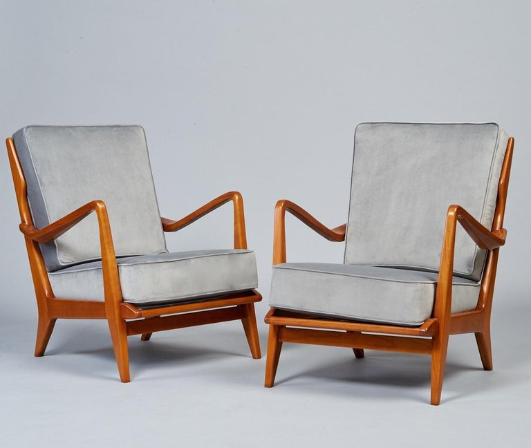 Mid-Century Modern Gio Ponti Exquisite Pair of Sculptural Armchairs in Walnut & Velvet, Italy 1950s For Sale