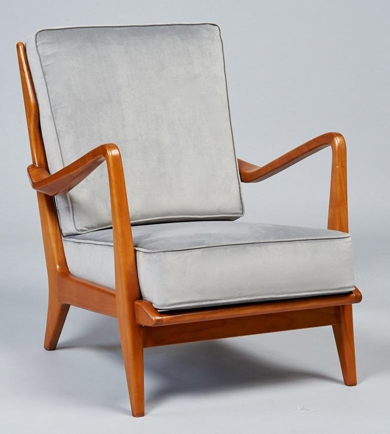 Mid-20th Century Gio Ponti Exquisite Pair of Sculptural Armchairs in Walnut & Velvet, Italy 1950s For Sale