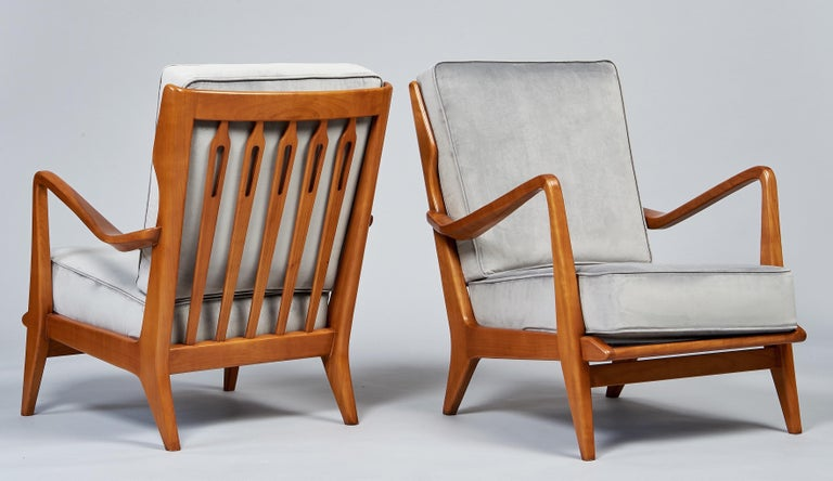 Gio Ponti Exquisite Pair of Sculptural Armchairs in Walnut & Velvet, Italy 1950s For Sale 4