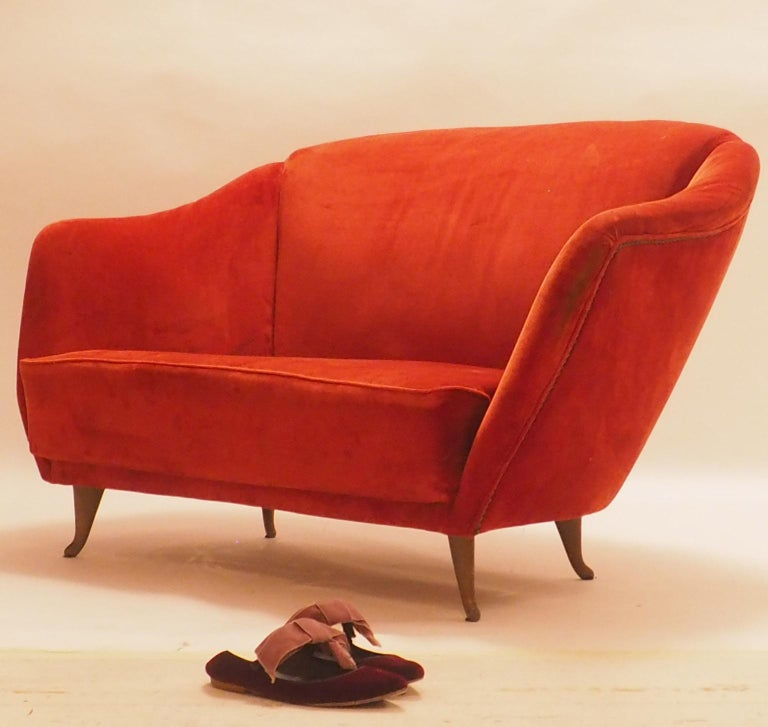 Mid-Century Modern Fine Velvet Sofa with Brass Feet attributed to Gio Ponti for ISA, Italy, c. 1952 For Sale