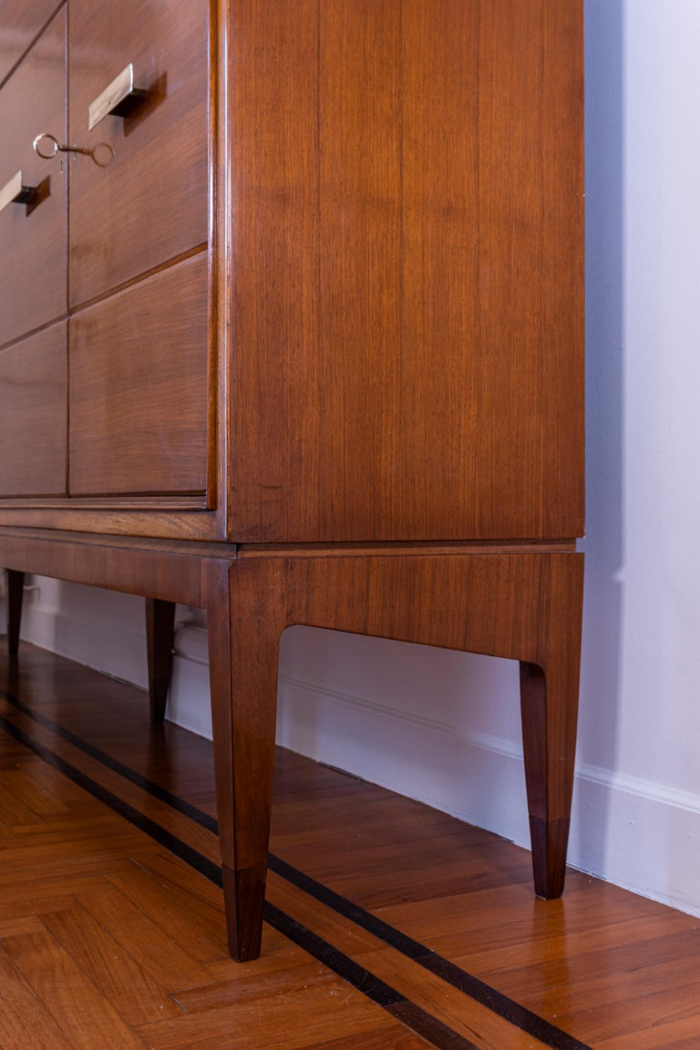 Mid-Century Modern Gio Ponti Five Doors Sideboard in Walnut Veneer and Mahogany for Singer Son For Sale