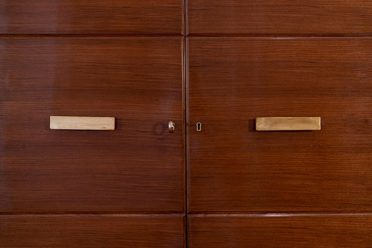 20th century sideboard by Gio Ponti with five doors in walnut veneer with mahogany interior, brass handles, and keys. Production date end of 1940 beginning of 1950. Accompanied by the Gio Ponti Archives expertise n. 17090/000 According to the