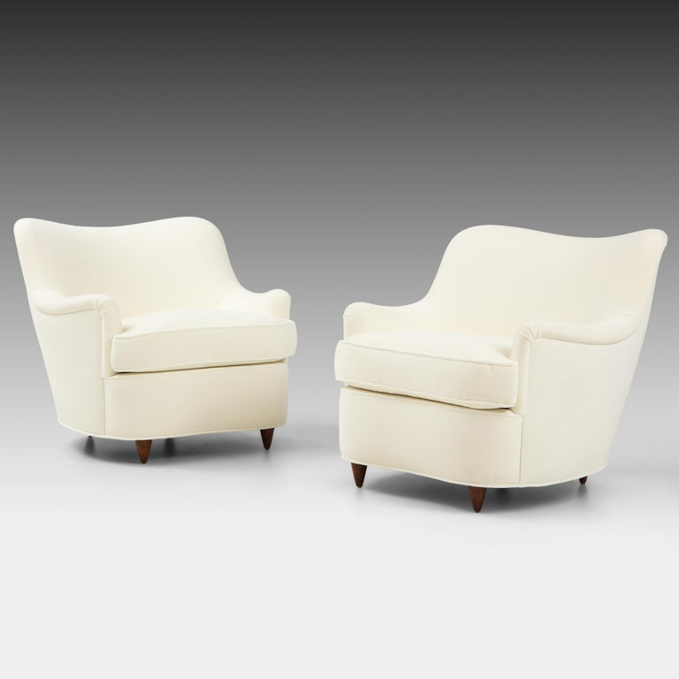 Gio Ponti for Casa e Giardino pair of armchairs or lounge chairs with gently curved backrests and tapered Italian walnut legs, Italy, circa 1938. Classic and elegant in their design, these stylish Ponti armchairs are also very comfortable due to its