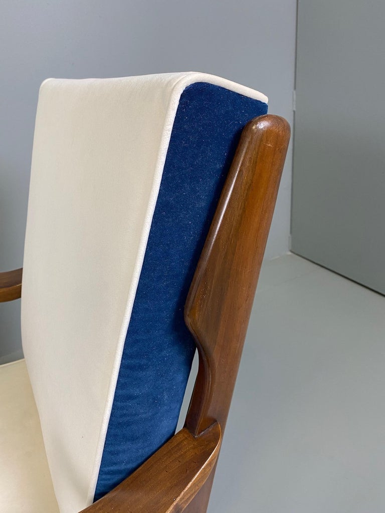 Gio Ponti for Cassina Pair of Walnut Armchairs Model 516 For Sale 8