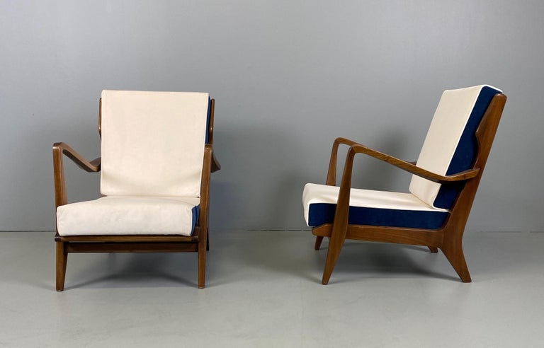 20th Century Gio Ponti for Cassina Pair of Walnut Armchairs Model 516 For Sale