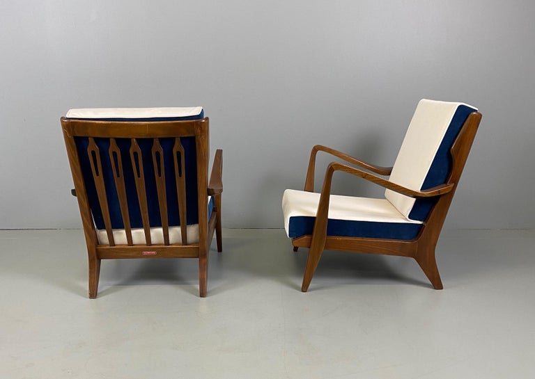 Gio Ponti for Cassina Pair of Walnut Armchairs Model 516 For Sale 1