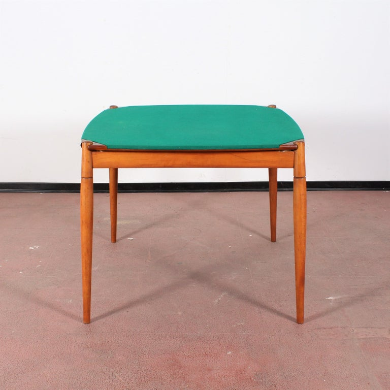 Beautiful and original poker or dining table in wood and top covered in green felt, with adjustable lateral ashtray and removable legs, created by Gio Ponti and realized by Fratelli Reguitti in 1958