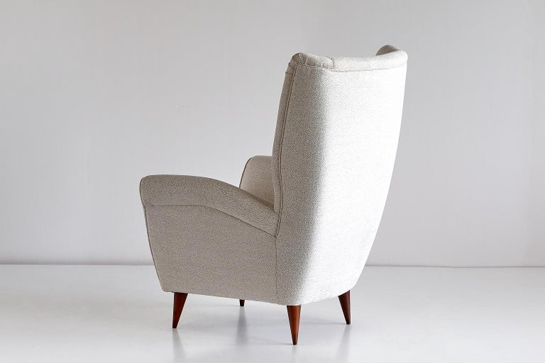 Mid-Century Modern Gio Ponti High Back Armchair in Ivory Chenille and Walnut, Italy, Late 1940s For Sale