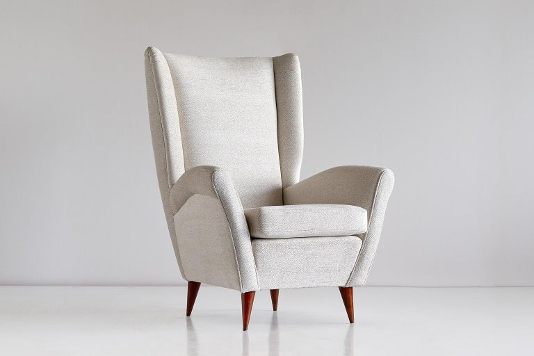 Italian Gio Ponti High Back Armchair in Ivory Chenille and Walnut, Italy, Late 1940s For Sale