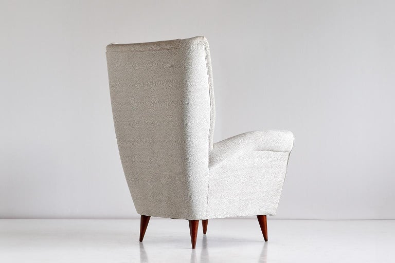 Gio Ponti High Back Armchair in Ivory Chenille and Walnut, Italy, Late 1940s In Excellent Condition For Sale In The Hague, NL