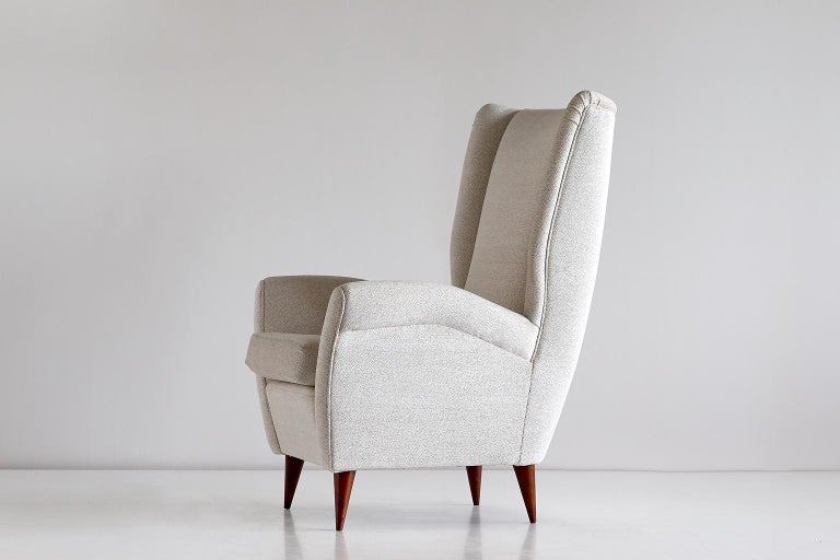 Mid-20th Century Gio Ponti High Back Armchair in Ivory Chenille and Walnut, Italy, Late 1940s For Sale