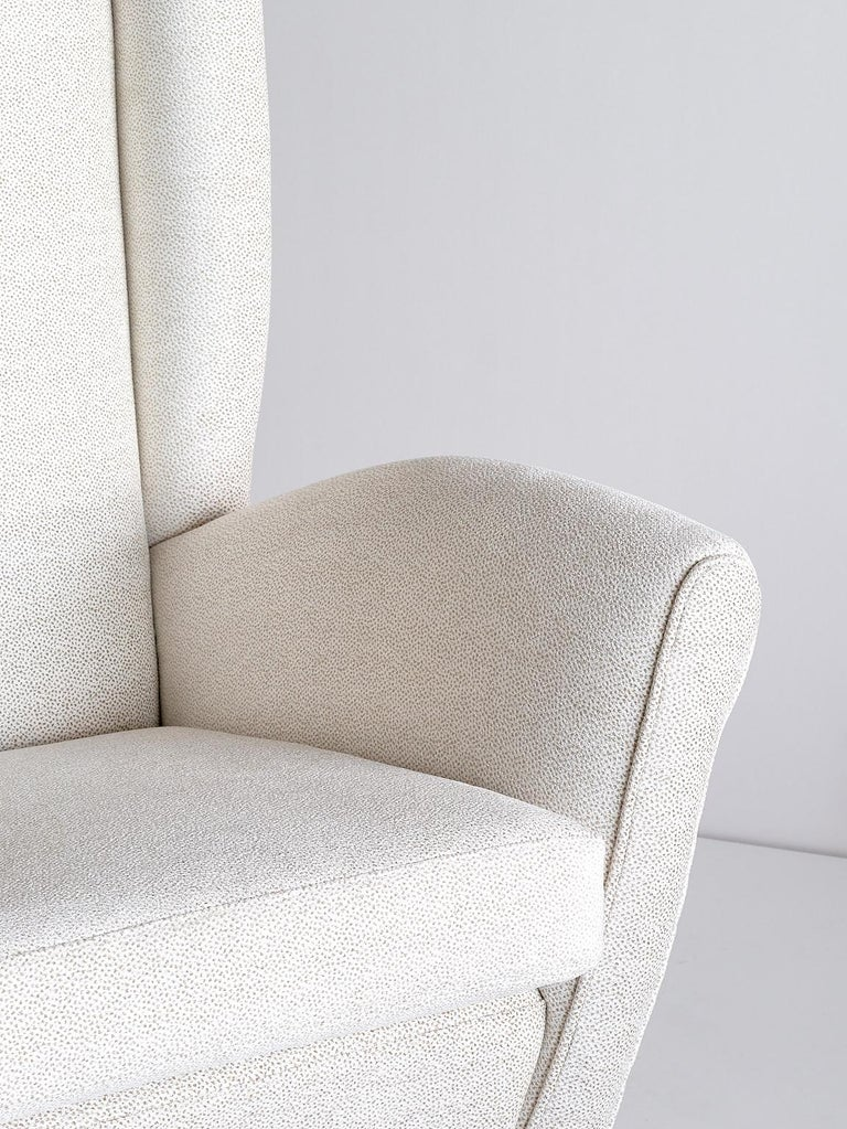 Gio Ponti High Back Armchair in Ivory Chenille and Walnut, Italy, Late 1940s For Sale 1