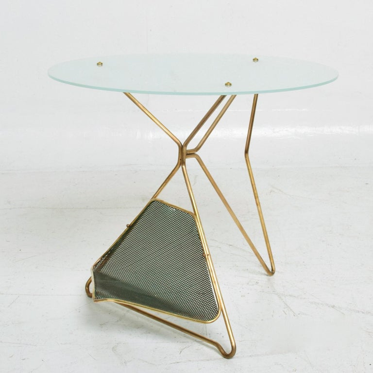 Gio Ponti Italy Artful Italian Brass Side Table with Green Magazine Holder 1950s In Good Condition For Sale In National City, CA