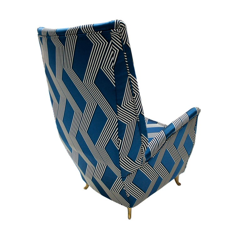 Gio Ponti Mid-Century Modern Pair of Wood Satin Fabric Italian Armchairs For Sale 1