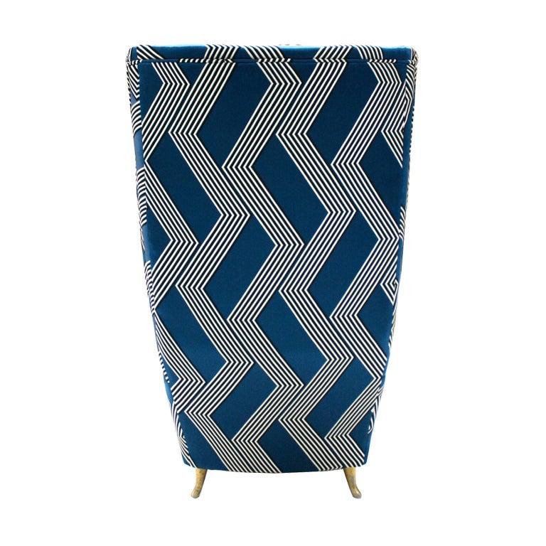 Gio Ponti Mid-Century Modern Pair of Wood Satin Fabric Italian Armchairs For Sale 2