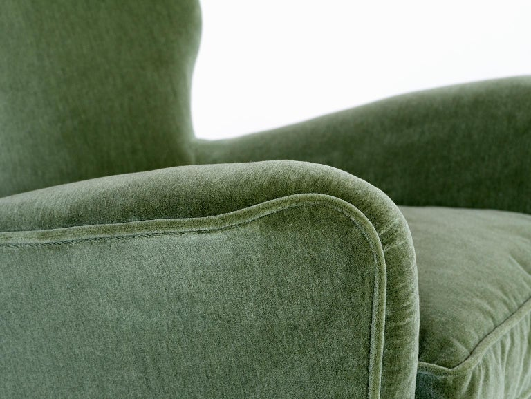 Gio Ponti Pair of Armchairs in Olive Green Velvet and Walnut, Italy, 1949 For Sale 3