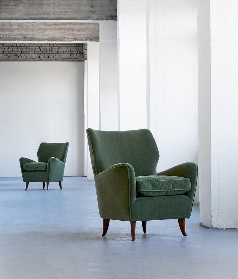Gio Ponti Pair of Armchairs in Olive Green Velvet and Walnut, Italy, 1949 For Sale 5