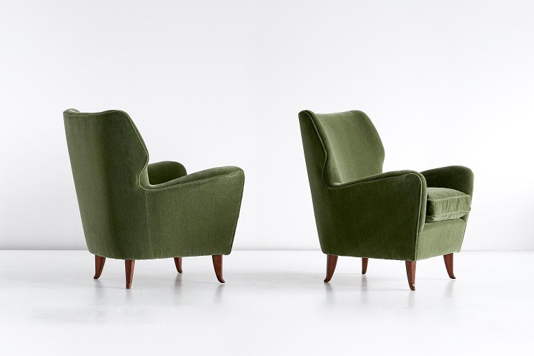 Mid-Century Modern Gio Ponti Pair of Armchairs in Olive Green Velvet and Walnut, Italy, 1949 For Sale