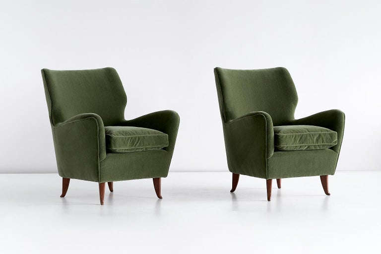 Italian Gio Ponti Pair of Armchairs in Olive Green Velvet and Walnut, Italy, 1949 For Sale