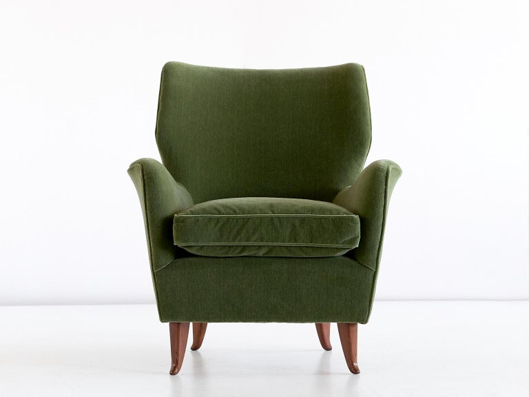 Gio Ponti Pair of Armchairs in Olive Green Velvet and Walnut, Italy, 1949 In Good Condition For Sale In The Hague, NL
