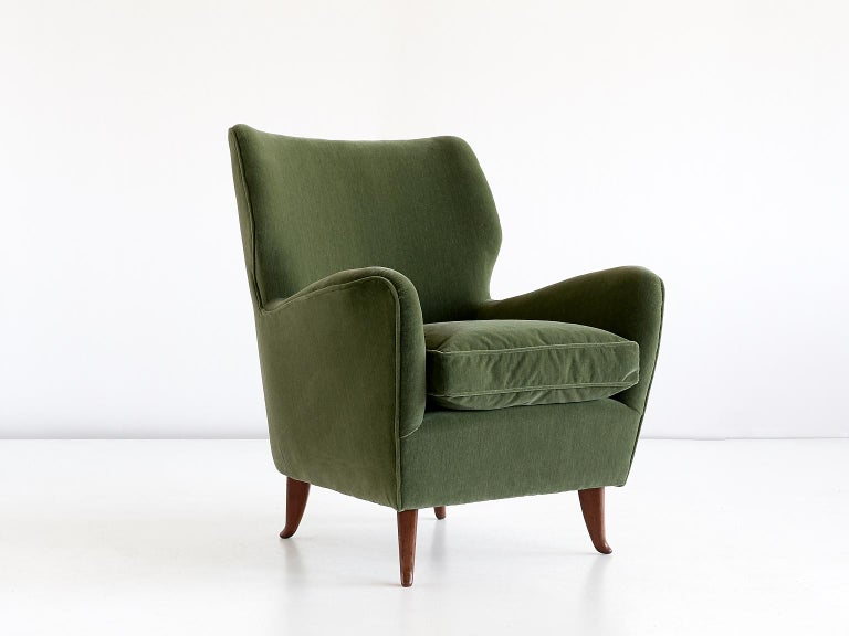 1940s Gio Ponti Pair of Armchairs in Olive Green Velvet and Walnut, Italy, 1949 For Sale