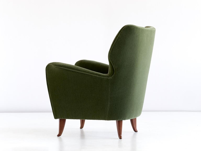 Fabric Gio Ponti Pair of Armchairs in Olive Green Velvet and Walnut, Italy, 1949 For Sale