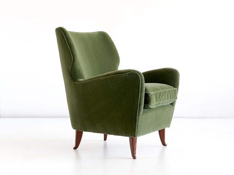 Gio Ponti Pair of Armchairs in Olive Green Velvet and Walnut, Italy, 1949 For Sale 1