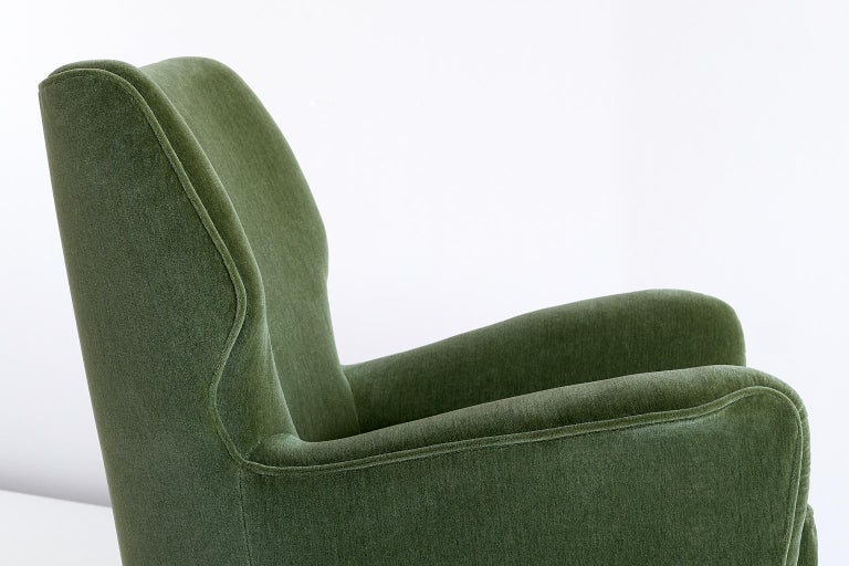 Gio Ponti Pair of Armchairs in Olive Green Velvet and Walnut, Italy, 1949 For Sale 2