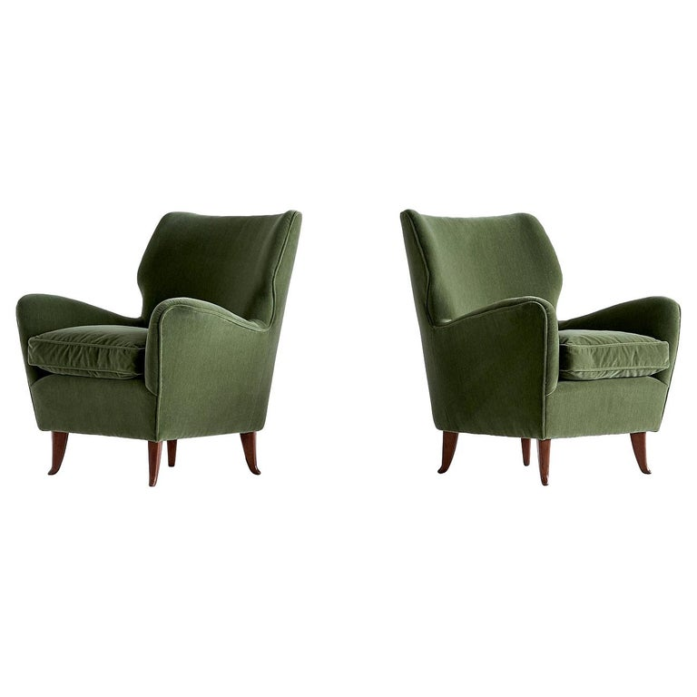 Gio Ponti Pair of Armchairs in Olive Green Velvet and Walnut, Italy, 1949 For Sale