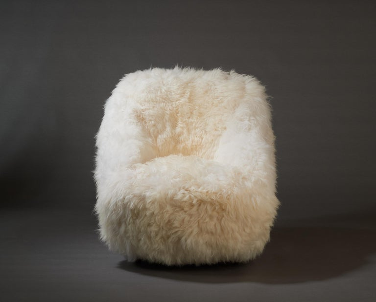 Gio Ponti, Striking Pair of Armchairs in White Sheepskin, Italy 1950s For Sale 1