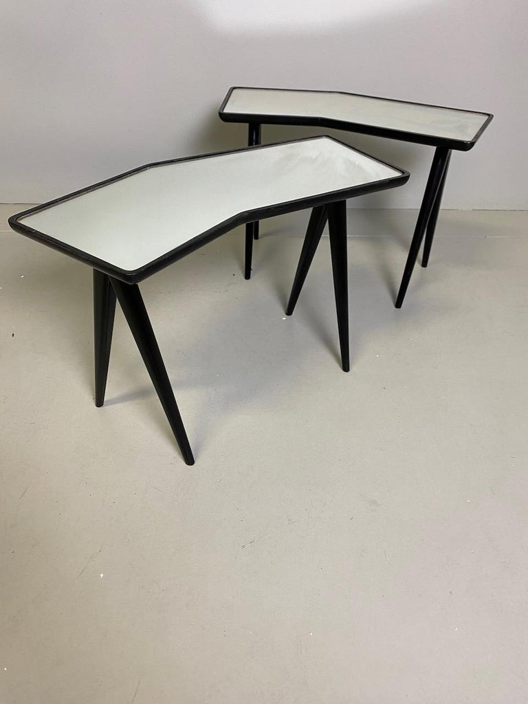 Gio Ponti Pair of black lacquered Walnut Side Tables Mirrored Glass Tops For Sale 4