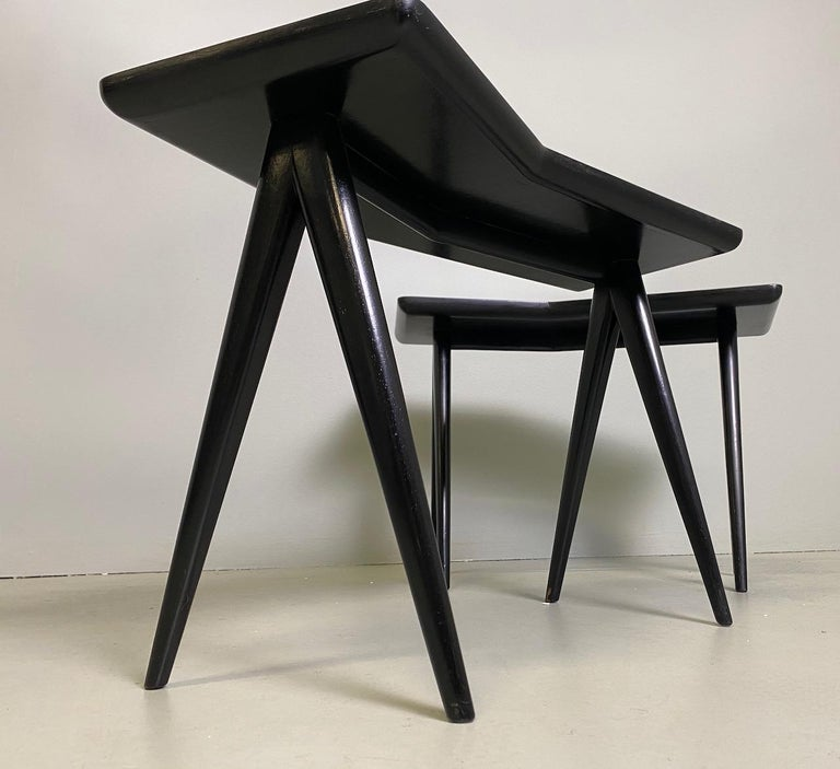 Gio Ponti Pair of black lacquered Walnut Side Tables Mirrored Glass Tops For Sale 5