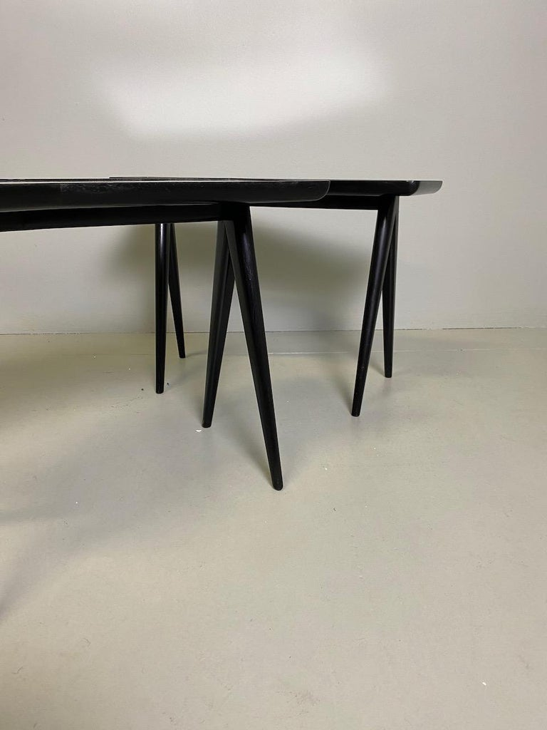 Gio Ponti Pair of black lacquered Walnut Side Tables Mirrored Glass Tops For Sale 7