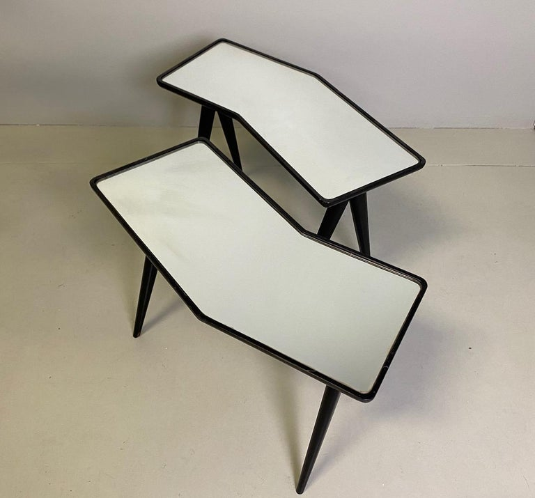 Italian Gio Ponti Pair of black lacquered Walnut Side Tables Mirrored Glass Tops For Sale