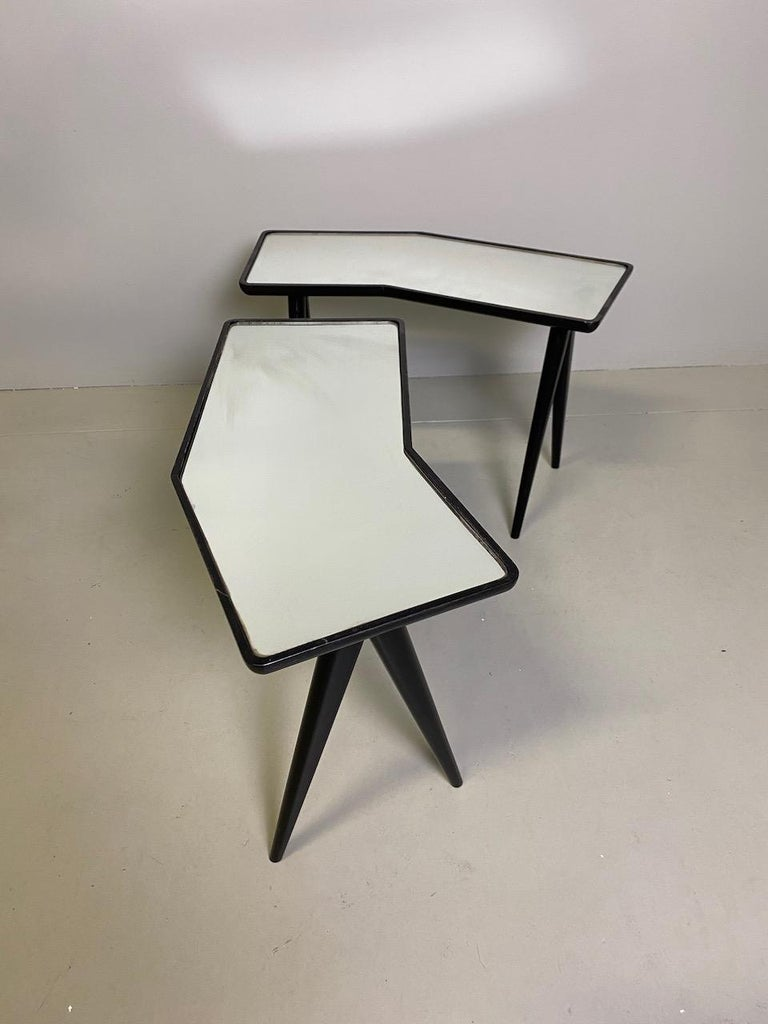 20th Century Gio Ponti Pair of black lacquered Walnut Side Tables Mirrored Glass Tops For Sale