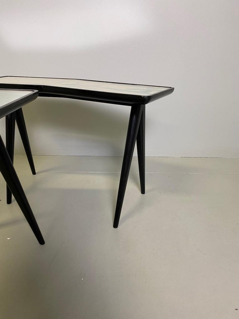 Gio Ponti Pair of black lacquered Walnut Side Tables Mirrored Glass Tops For Sale 2