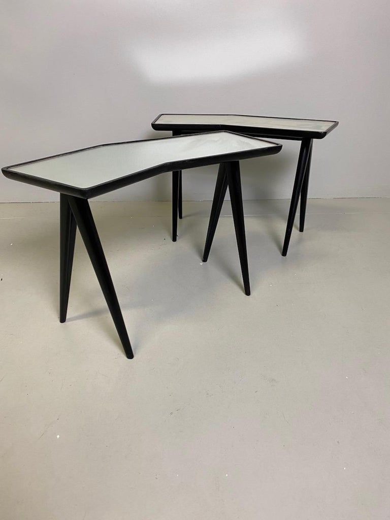 Gio Ponti Pair of black lacquered Walnut Side Tables Mirrored Glass Tops For Sale 3