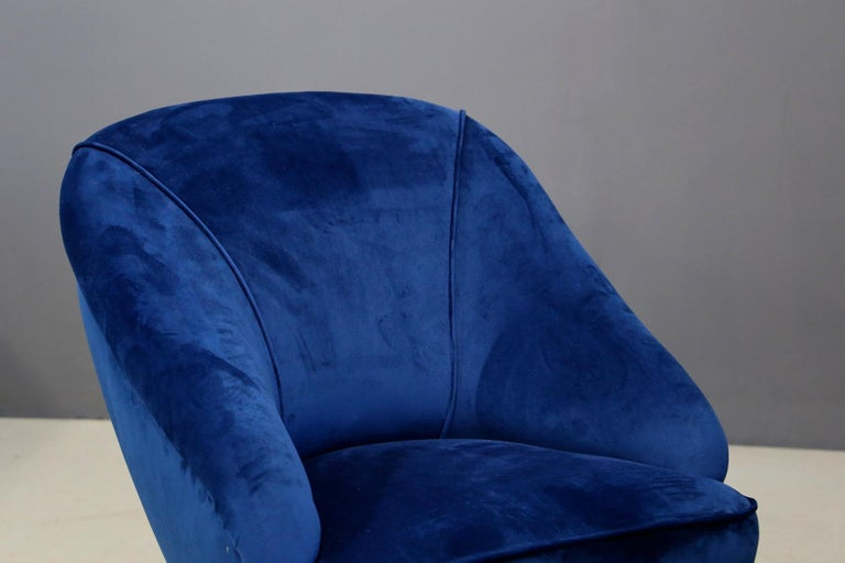 Mid-20th Century Gio Ponti attributed to Pair of Midcentury Armchairs in Blue Velvet, 1950s For Sale