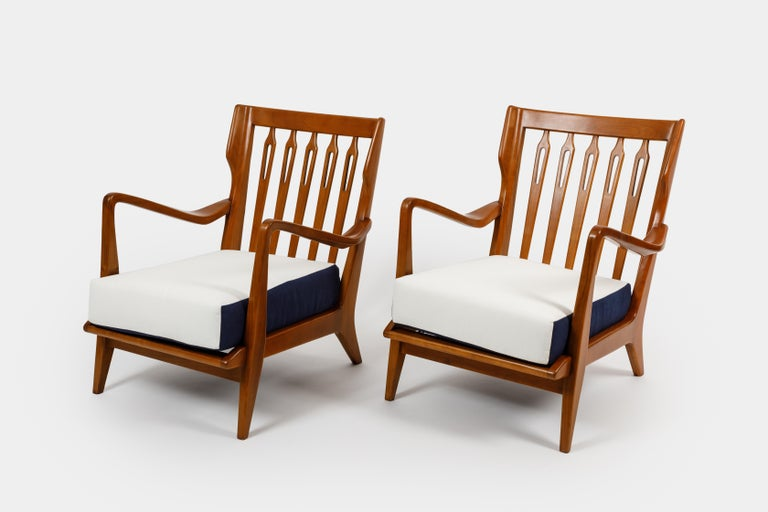 Gio Ponti for Cassina Pair of Walnut Armchairs Model 516 For Sale 2