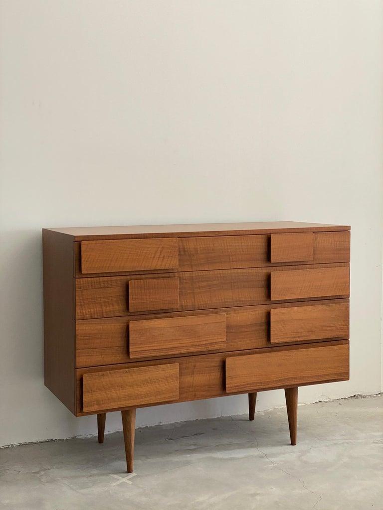 Mid-Century Modern Gio Ponti, Rare Dresser, Walnut, for Singer & Sons, America, 1950s    For Sale