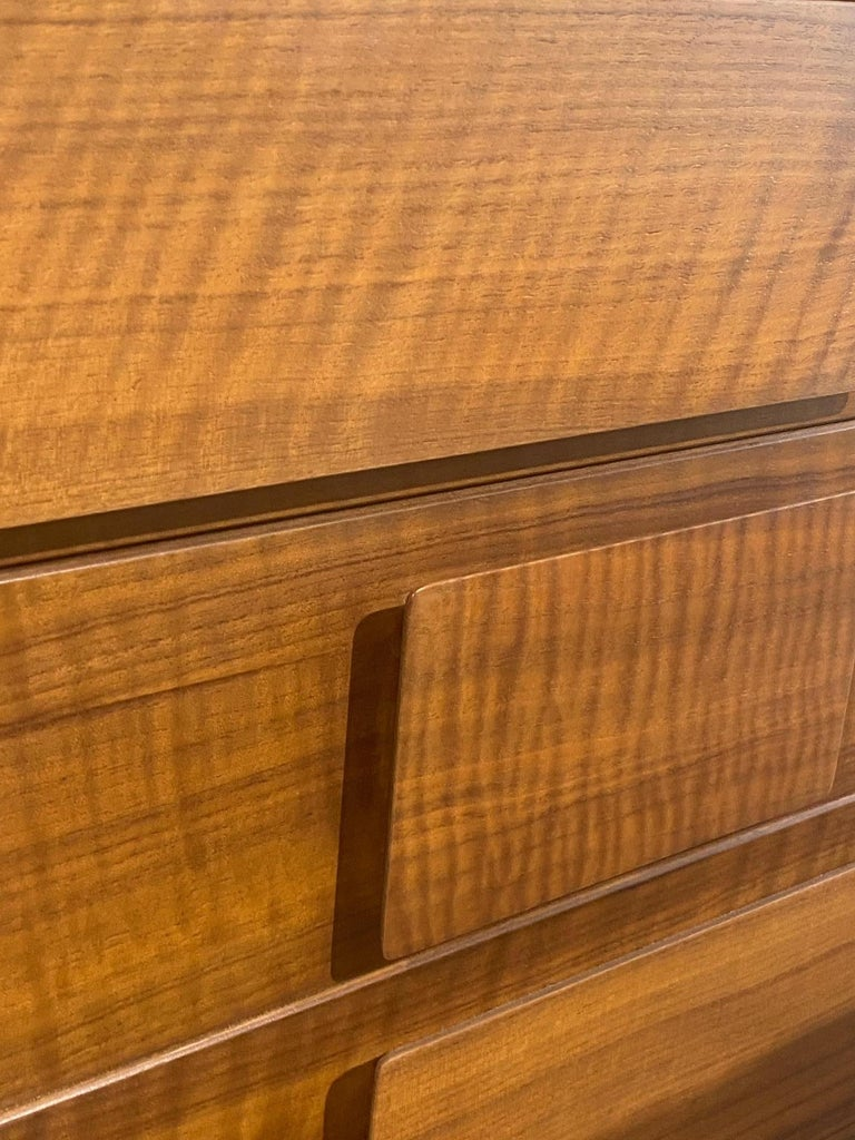 Gio Ponti, Rare Dresser, Walnut, for Singer & Sons, America, 1950s    In Good Condition For Sale In West Palm Beach, FL