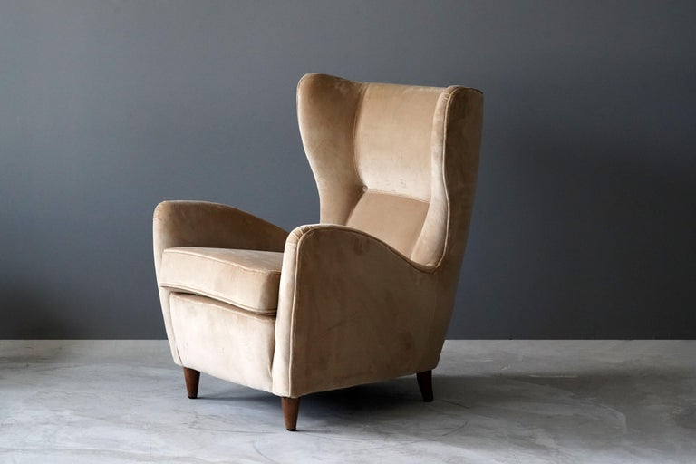 A rare organic modernist lounge / high back armchair. Designed by Gio Ponti. Legs in stained oak. Produced by Cassina.   Literature: P. Piccione, Gio Ponti Le Navi, Ed. idea, variation on page.41, 45.  Other designers working in the organic