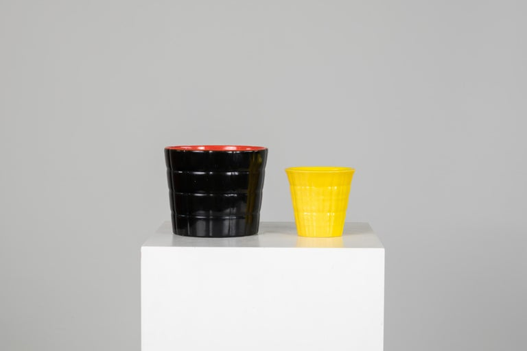 Set of two colorful ceramic vases, designed by Gio Ponti and produced by Richard Ginori in the 1930s. Manufacturer brand stamped on the base.  Measurement: Height 12.5 x diameter 15 cm 9.5 x 10 x 8 cm.