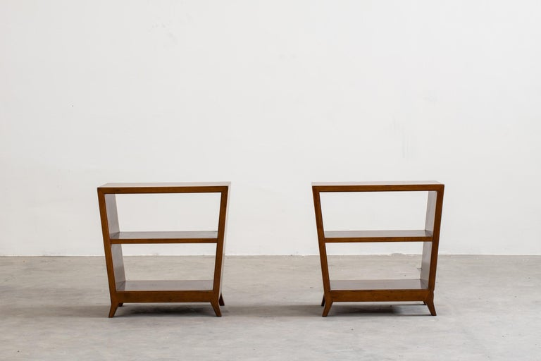 Set of two side tables with shelves or little bookcases in walnut wood, designed by Gio Ponti for Schirolli 1950s, Italy. Dimensions: 50 x 50 x 30 cm (each).